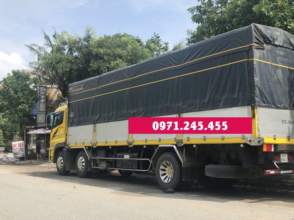 Xe tải 10 tấn chở hàng tại khu vực Vĩnh Lộc A, B